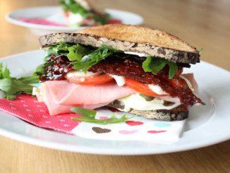 Graubrot Sandwich, Schwangerschaft, Stillzeit, Speck, Schinken, Mozzarella